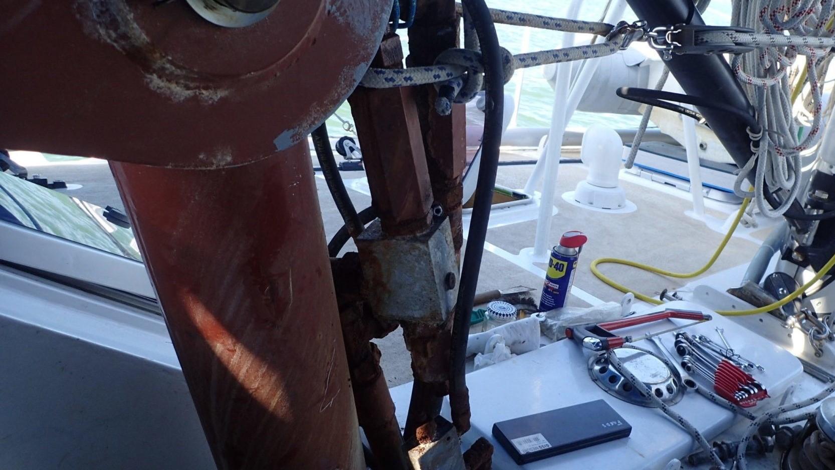 sorti du sabot du vérin hydraulique de quille
